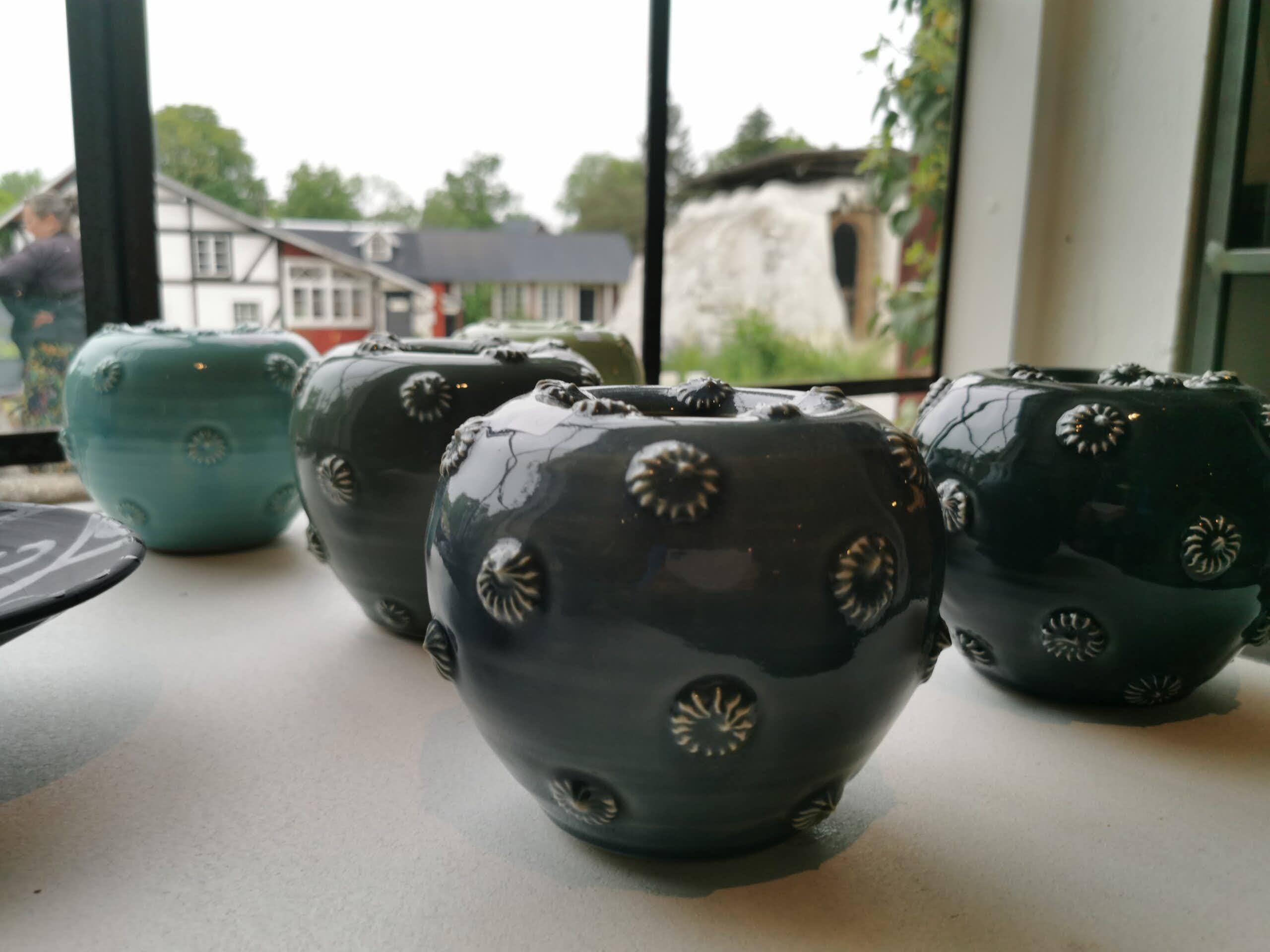Keramik från Etelhems krukmakeri.